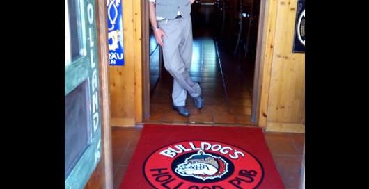 tappeti per corsie personalizzate con logo del Bulldogs Hollands Pub