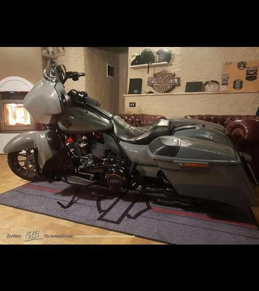 tappeto personalizzato con moto e logo di harley davidson