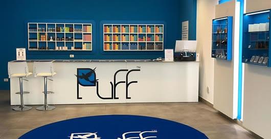 tappeto personalizzato circolare da interno con il logo del negozio Puff Store