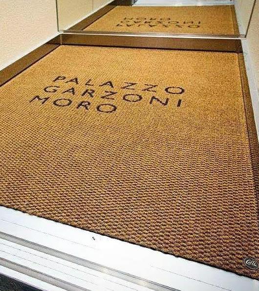 zerbino personalizzato per l'ascensore del palazzo garzoni moro