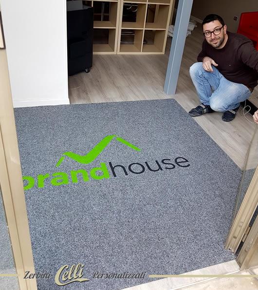 zerbino personalizzato con il logo brandhouse