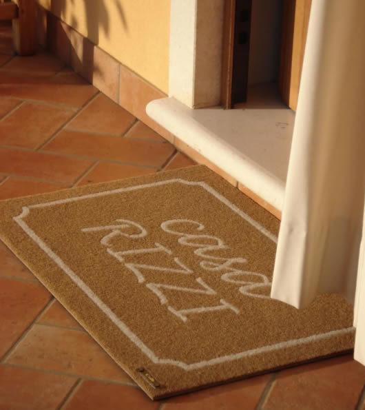 zerbino personalizzato con la scritta Casa Rizzi