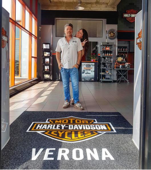 zerbino personalizzato con logo del negozio harley davidson di verona