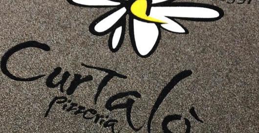 zerbino personalizzato con logo della Pizzeria Curtalò