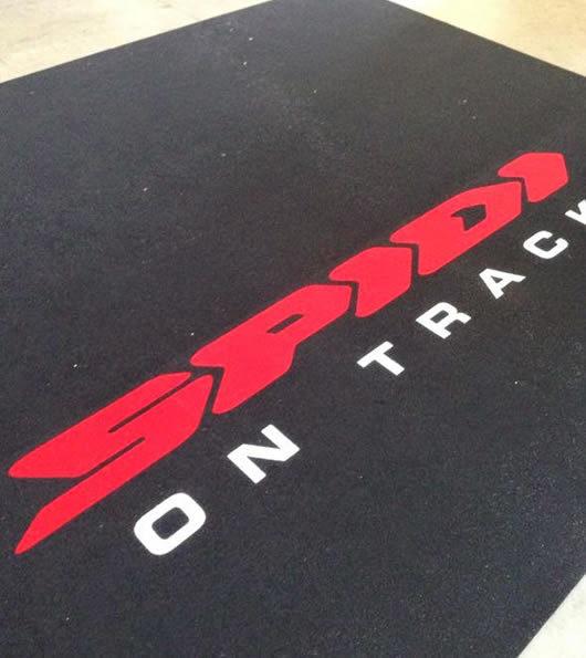 zerbino personalizzato con logo della ditta spidi on track
